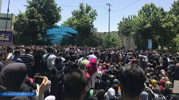 تجمع دانشجویان معترض در دانشگاه تهران با دخالت بسیج به تشنج کشیده شد