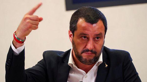 Salvini, Akdeniz'de göçmen kurtarıp İtalya'ya getirilenlere para cezası istiyor