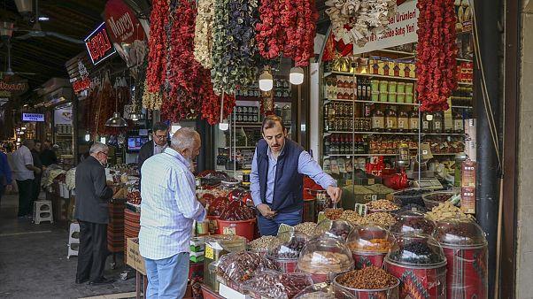 Türkiye'de hanehalkının gıda ve alkolsüz içecek harcama payı yüzde 26 düştü