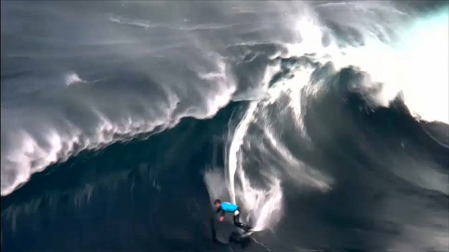 Nate Florence au dessus des vagues pour le Red Bull Cape Fear