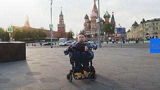 Conoce al hombre en silla de ruedas detrás del blog político más leído en Rusia