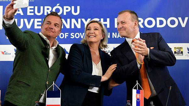 Marine Le Pen aux côtés de Boris Kollar, leader du parti 'Sme Rodina'