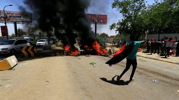 مقتل ضابط و3 محتجين في الخرطوم