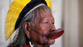 Il capo indigeno Raoni in Europa, in difesa della sua Amazzonia