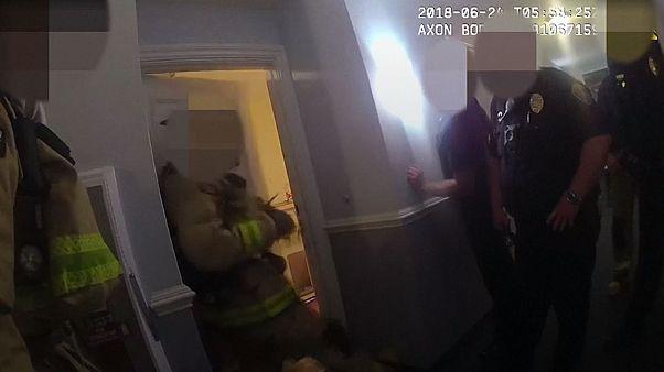 ویدئو؛ ثبت لحظه درگیری توسط دوربین تعبیه شده روی لباس پلیس