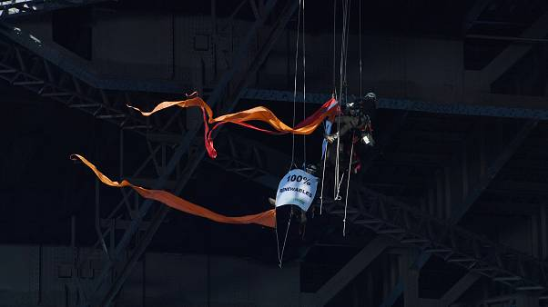 Greenpeace activists scale Sydney Harbour Bridge in climate protest