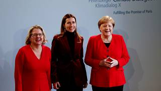 Merkel rectifica y se une a la iniciativa de Macron contra el cambio climático