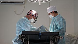 """Киргизские девушки все чаще идут к хирургам за """"выразительными глазами"""""""