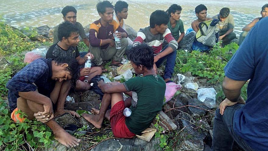 شرطة بنغلادش تجهض عملية تهريب عشرات الروهينغا إلى ماليزيا