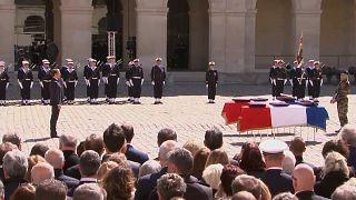 ماكرون خلال مراسم تأبين جنديين فرنسيين قتلا في بوركينا فاسو