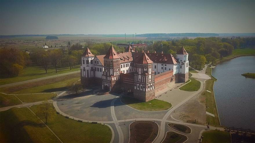 Mir Castle: At the junction of Gothic and Renaissance