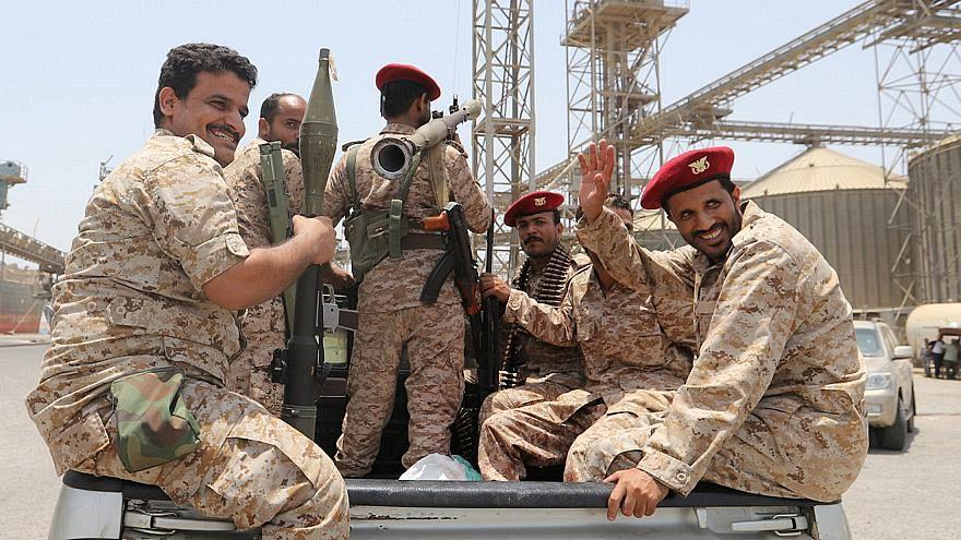 مقاتلون من حركة الحوثي يغادرون ميناء الصليف
