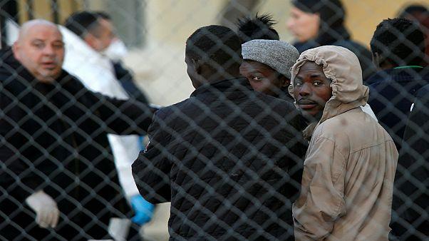 مع تراجع أعداد المهاجرين.. هل أصبحت الهجرة قضية مفتعلة في أوروبا أم هي قصة خلافية؟!