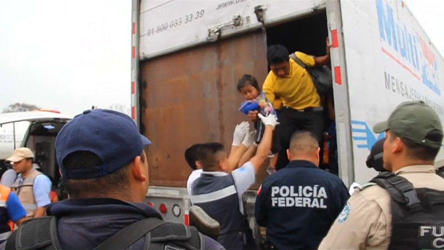 Rescatan en México a 142 migrantes hacinados en un camión abandonado