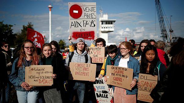 اعتراض به فروش سلاحهای فرانسوی به عربستان برای استفاده در جنگ یمن