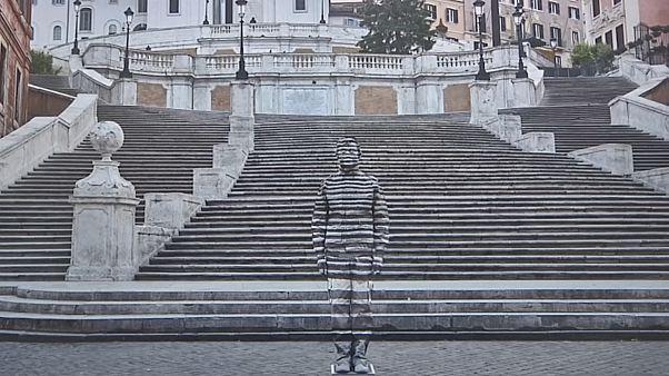 نمایشگاه عکسهای مرد نامرئی در میلان