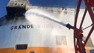 Rescatados en España 15 marineros de un carguero en llamas