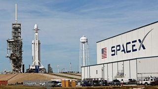 الرياح تتسبب في تأجيل إطلاق صاروخ يحمل أقمارا صناعية لتشغيل الإنترنت