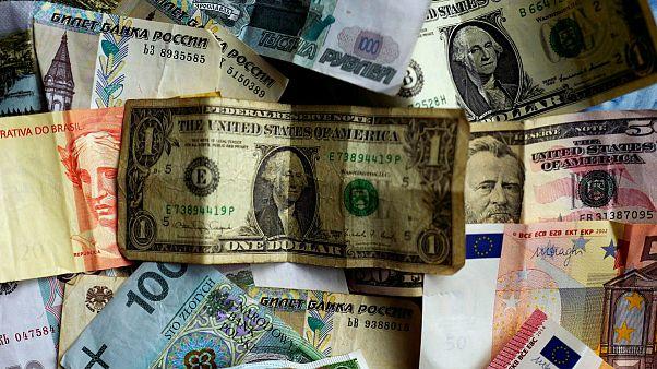 ادامه کاهش قیمت دلار و سکه؛ تقاضای طلای آبشده اوج گرفت
