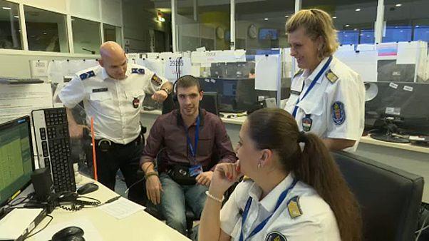 Vak férfi a Budapesti Rendőr-Főkapitányságon