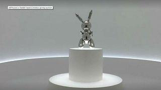 Jeff Koons'un 1986 yapımı tavşan heykeli 91,1 milyon dolara satılarak rekor kırdı