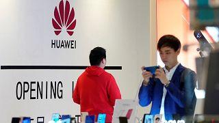 أمريكا تدرج هواوي في قائمة سوداء مع تصاعد النزاع التجاري مع الصين