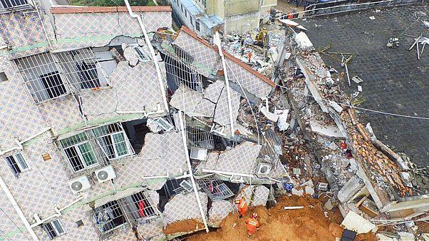 مقتل خمسة أشخاص في انهيار مبنى بالصين