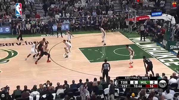 NBA: Előnyben a Bucks az elődöntőben