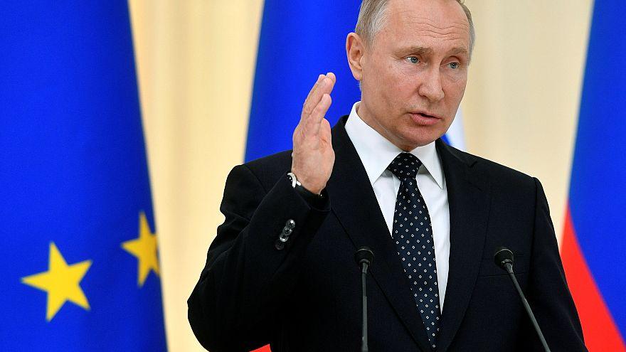 Путин выступает на форуме региональных и независимых СМИ