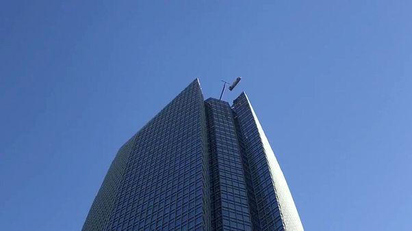 Fensterputzer in Oklahoma bangen in 250 Meter Höhe um ihr Leben
