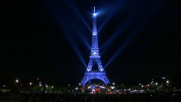 شاهد: الإحتفال بمرور 130 سنة على بناء برج إيفل
