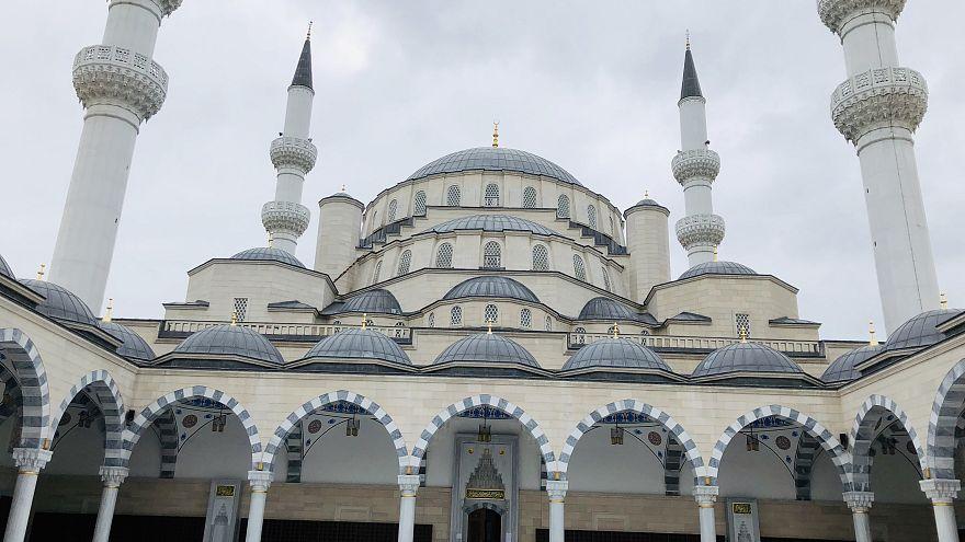 Büyükelçinin 'FETÖ' tepkisiyle gündeme gelen Bişkek'teki 35 milyon dolarlık Türk camisi