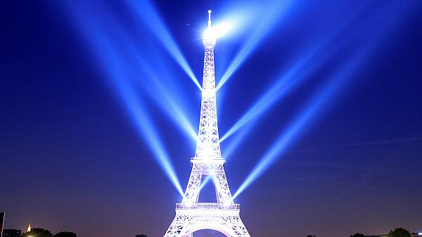 130 éves Eiffel tornya
