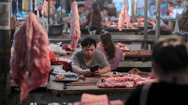 """الصين ترد على الولايات المتحدة """"بلحوم الخنازير"""""""