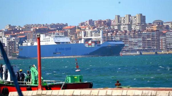 Nave carica di armi si dirige verso Genova