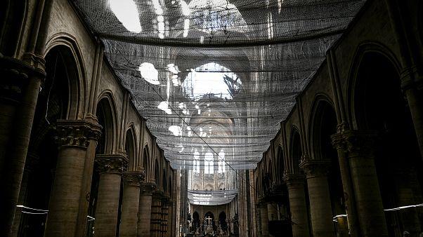 E se mettessimo una piscina o un parcheggio sul tetto di Notre-Dame?
