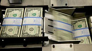 مضیقه ارزی ایران؛ کسری دلارهای نفتی چقدر است؟