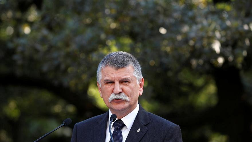 Ungheria, il presidente del Parlamento paragona l'adozione omosessuale alla pedofilia