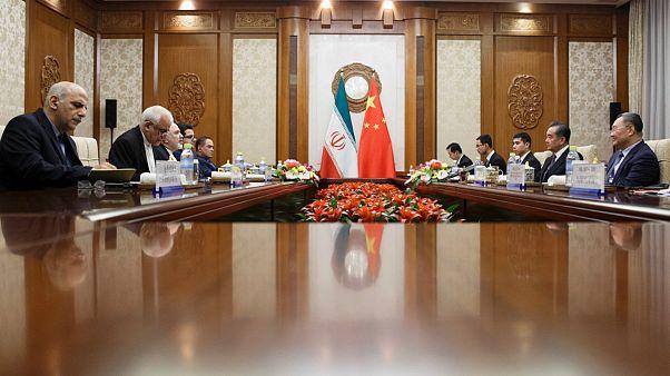 ظریف در پکن: ایران خواستار اقدام محسوس و عملی  برای نجات برجام است