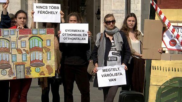 Protest gegen Obdachlosengesetz, das Familien zerreißt