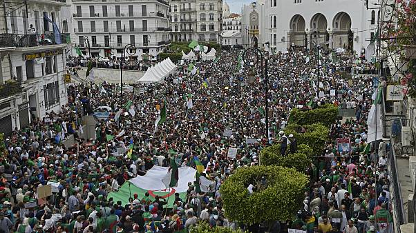 استمرار المظاهرات في الجزائر