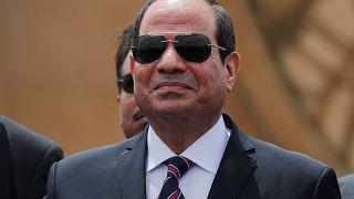 السيسي يعفو عن 560 سجينا بينهم صحفي بارز