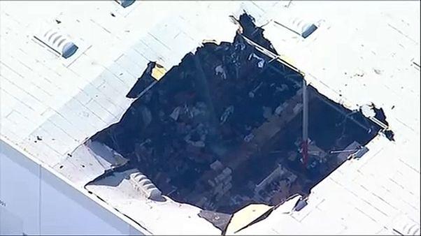 Raktárra zuhant egy F16-os Dél-Kaliforniában