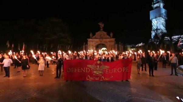 مبل قرمز یورونیوز: از زیرساخت راهها در اتریش تا قدرت گرفتن راست افراطی در لهستان