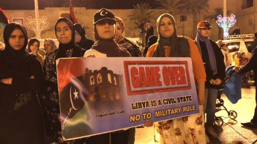 Békét követelnek a líbiaiak