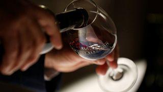 İngiltere'de bir restoran, müşterisine yanlışlıkla 35 bin TL değerinde şarap ikram etti