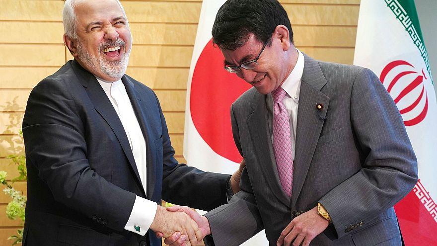 وزير الخارجية الإيراني ونظيره الياباني خلال زيارة ظريف إلى دول شرق آسيا