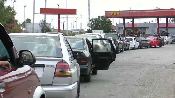 Венесуэла: очереди за бензином