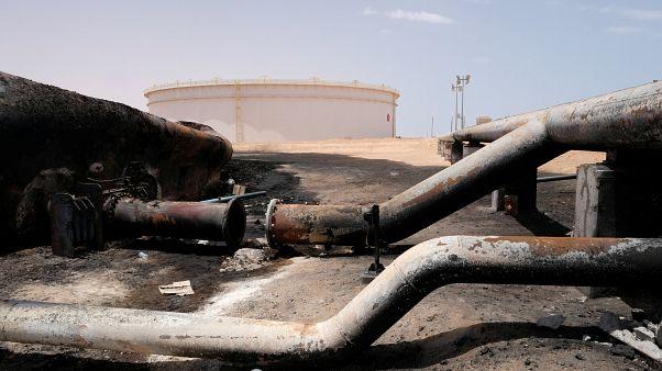 صورة أرشيف لأنابيب نفط مدمرة في ميناء راس لانوف في ليبيا/تموز 2018