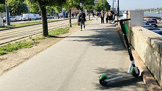 E-rollerek: Budapest egyszerre rajong és viszolyog